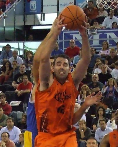 Rebote defensivo de Jorge García (Foto: Fran Martínez)