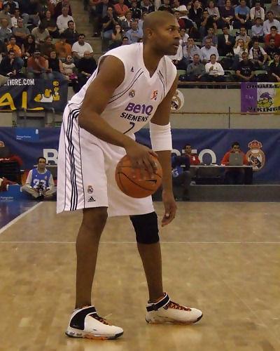 Charles Smith con el balón (Foto: Fran Martínez)