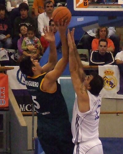 Triguero lanza salvando a Varda (Foto: Fran Martínez)