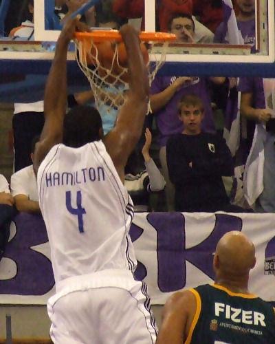 Hamilton machaca el aro (Foto: Fran Martínez)