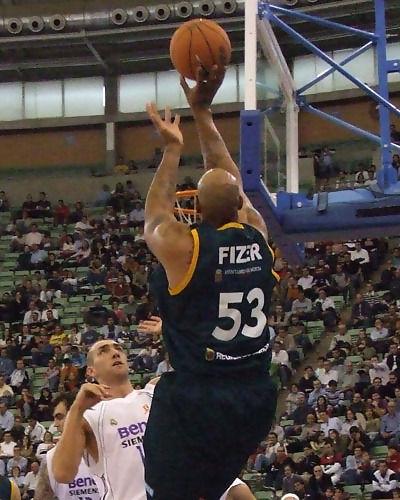 Fizer lanza casi sin ángulo (Foto: Fran Martínez)