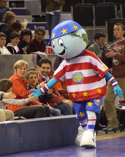 El público disfrutó con la mascota (foto: FM)