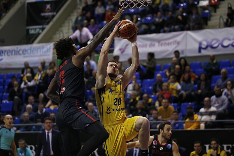 Victor Rudd - Mateusz Ponitka (Foto: Carlos González)