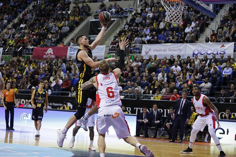 Mateusz Ponitka - Janis Timma (Foto: Carlos González)