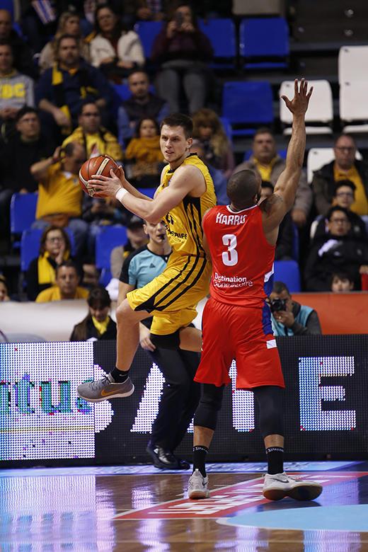 Mateusz Ponitka - Lance Harris (Foto: Carlos González)
