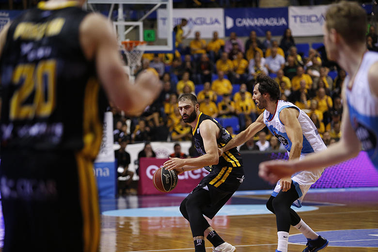 Kostas Vasileiadis - Alberto Corbacho (Foto: Carlos González)