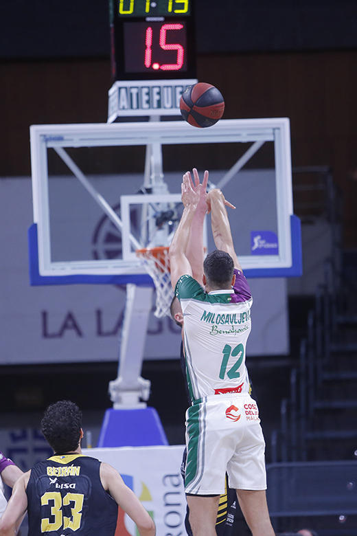 Dragan Milosavljevic - (Colton Iverson Foto: Carlos González)