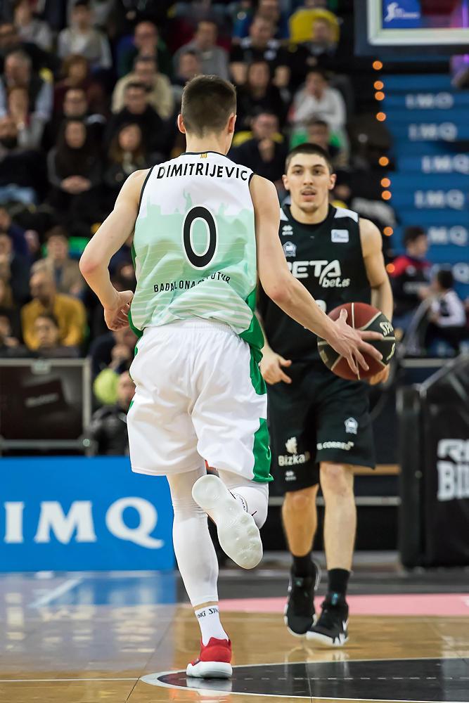 Dimitrijevic sube la bola (Foto: Luis Fernando Boo).