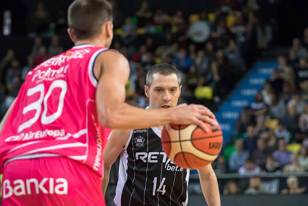 Salgado observa a Hernández (Foto: Luis Fernando Boo).