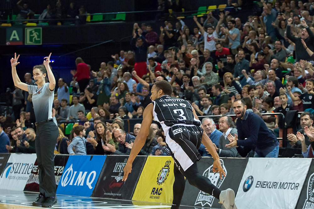Brown celebra un triple (Foto: Luis Fernando Boo).