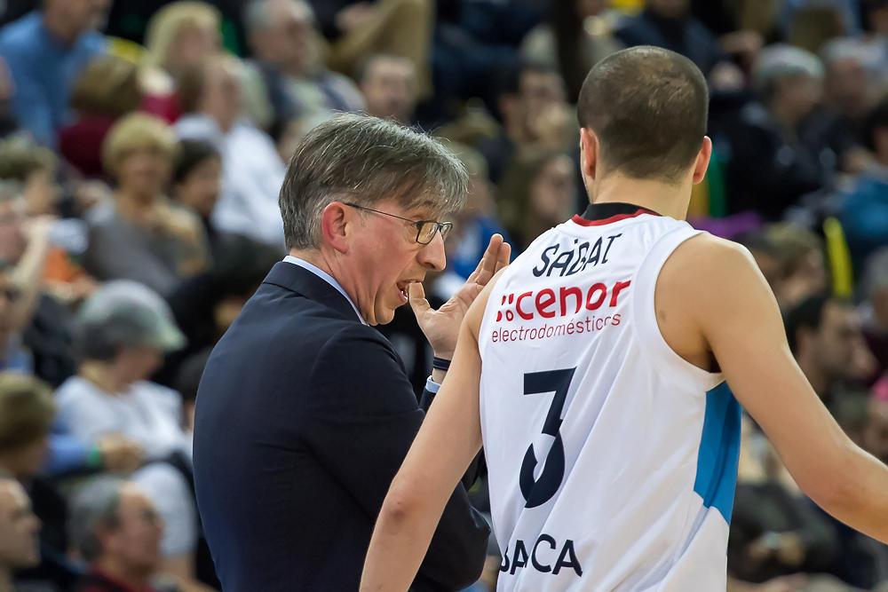 Moncho Fernández instruye a Sabat (Foto: Luis Fernando Boo).