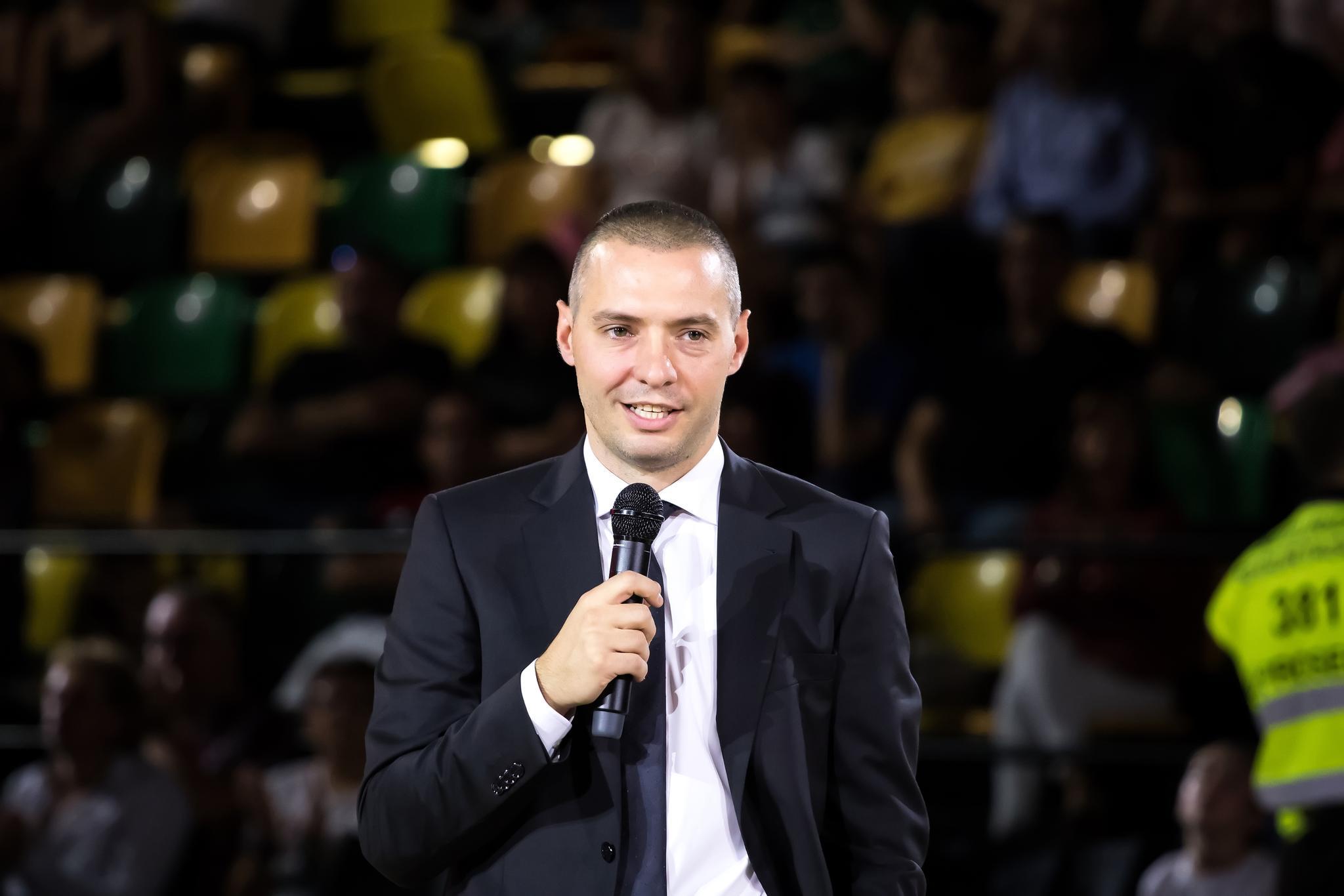 Javi Salgado, micrófono en mano (Foto: Luis Fernando Boo).