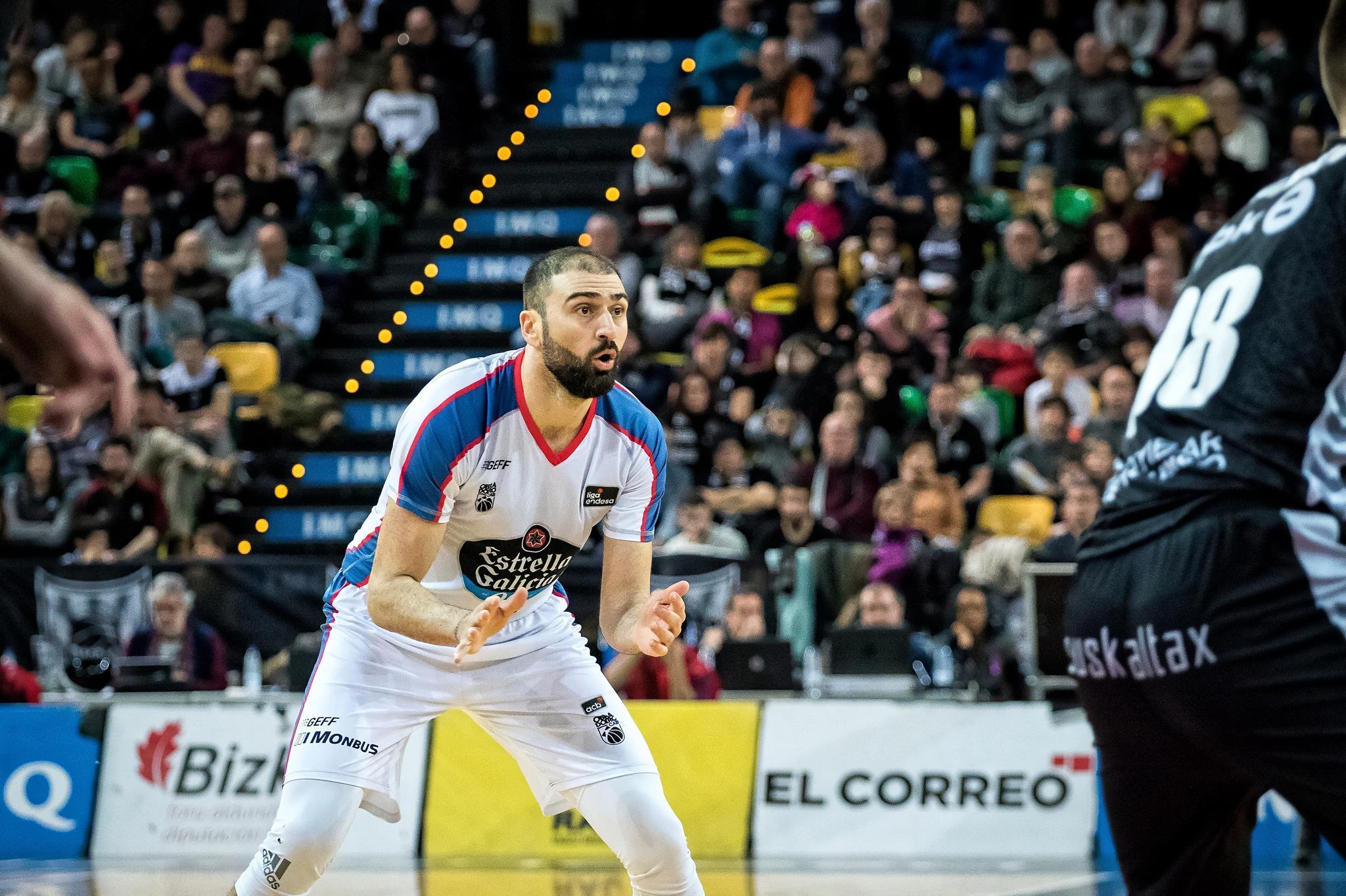 Vasileiadis pide el balón a sus compañeros  (Foto: Luis Fernando Boo).