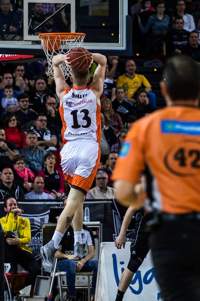 Rolands Smits, a punto de hundir la bola (Foto: Luis Fernando Boo).