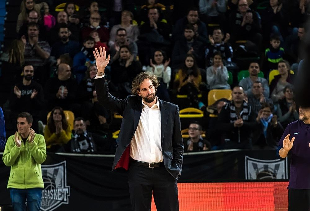 Roger Grimau saluda en el Bilbao Arena (Foto: Luis Fernando Boo).