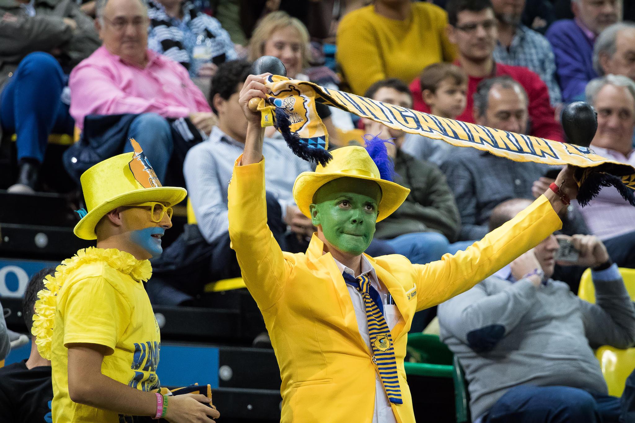 Aficionados canarios en el Bilbao Arena (Foto: Luis Fernando Boo).