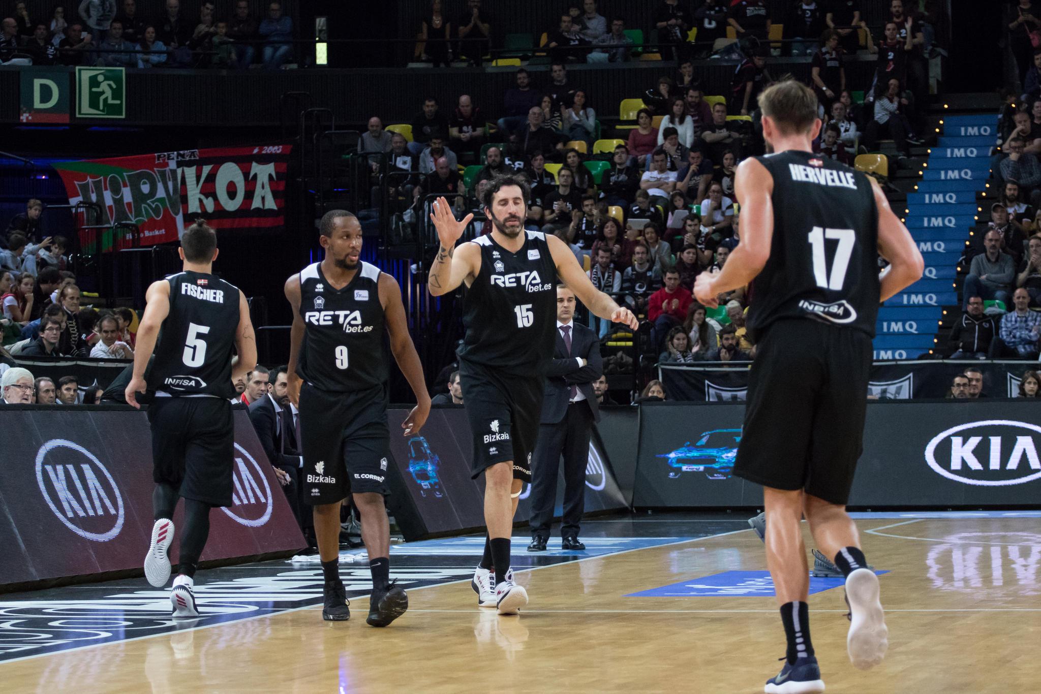 Cambio múltiple en el Bilbao Basket (Foto: Luis Fernando Boo).
