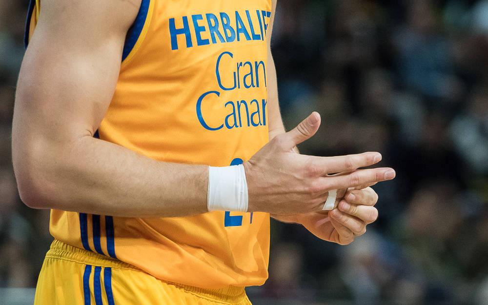 Kuric se duele de un dedo (Foto: Luis Fernando Boo).