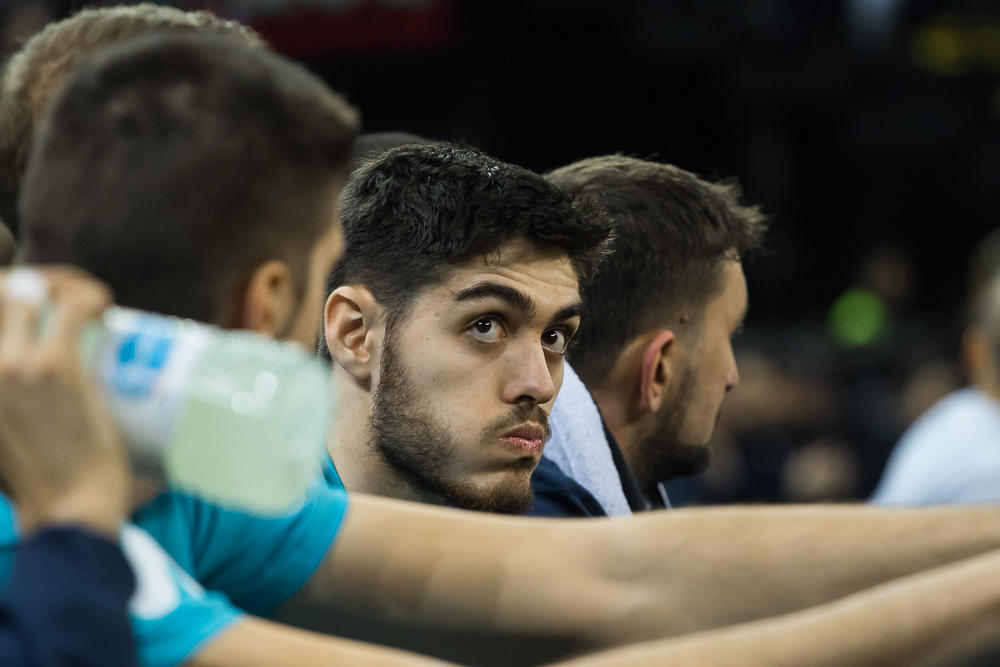 Vicedo observa el marcador con preocupación (Foto: Luis Fernando Boo).