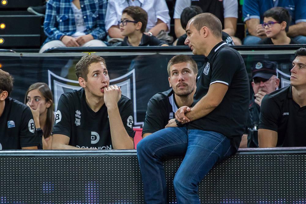 Duran instruye a sus jugadores (Foto: Luis Fernando Boo)