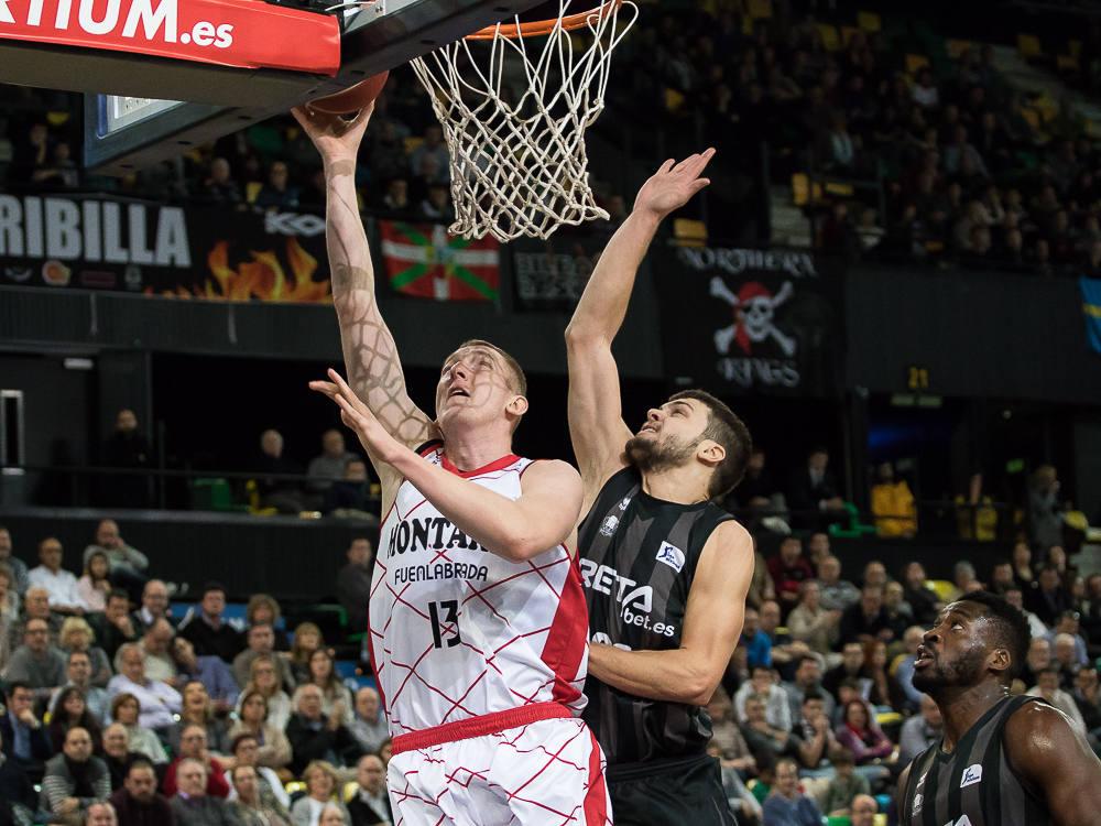 Todorovic intenta taponar a Smits (Foto: Luis Fernando Boo).