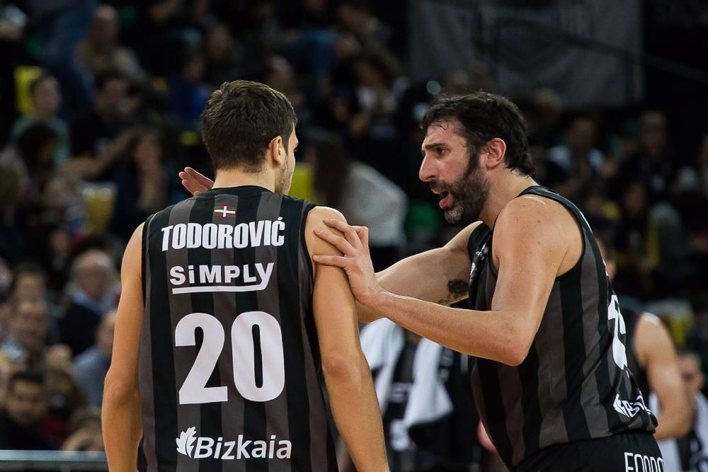 Mumbrú instruye a Todorovic (Foto: Luis Fernando Boo).