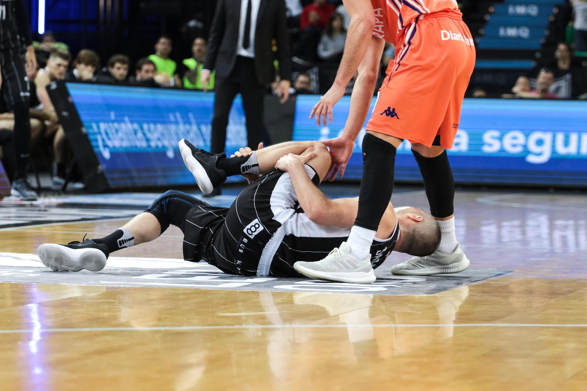 Salgado se duele de un golpe  | Foto: Luis Fernando Boo.
