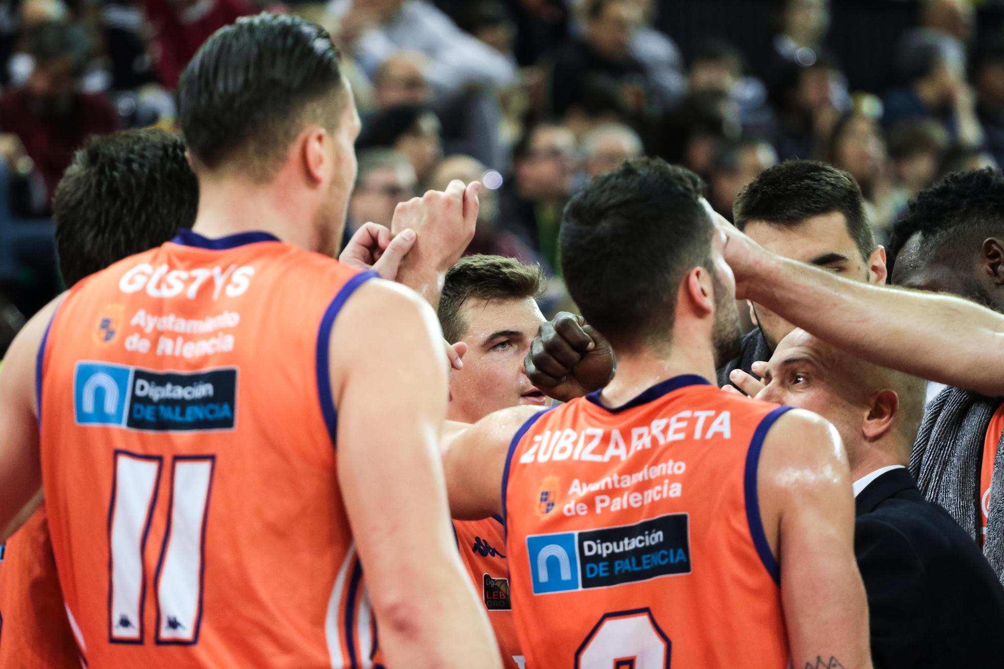 Tiempo muerto del Palencia Basket  | Foto: Luis Fernando Boo.