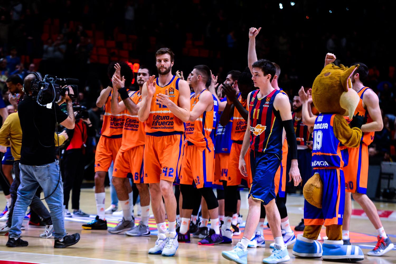 Victoria coral del Valencia Basket. (JM Casares)