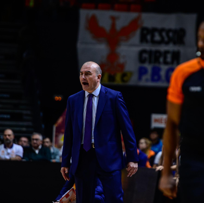 Jaume Ponsarnau, durante el partido. (JM Casares)