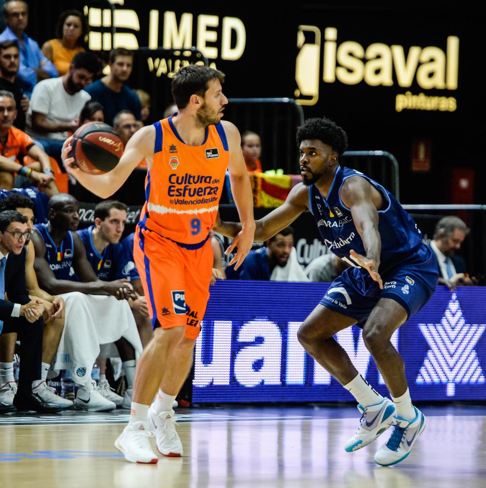 Van Rossom, al mando del Valencia Basket.(JM Casares)