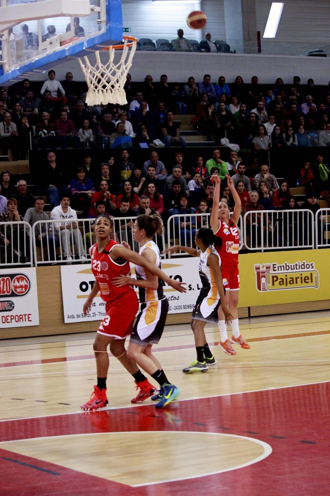 Laura Quevedo en el triple. (Foto: Lourdes Getino Benavides)
