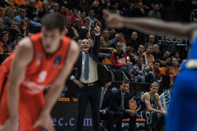 Ivanovic, fiel a su estilo, muy activo durante el partido. (JM Casares)