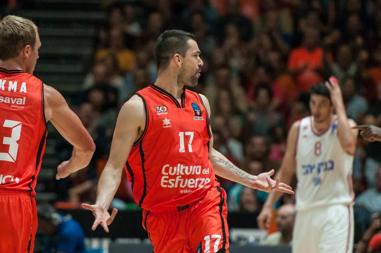 Rafa Martinez, puso garra en la reacción taronja. (JM Casares)