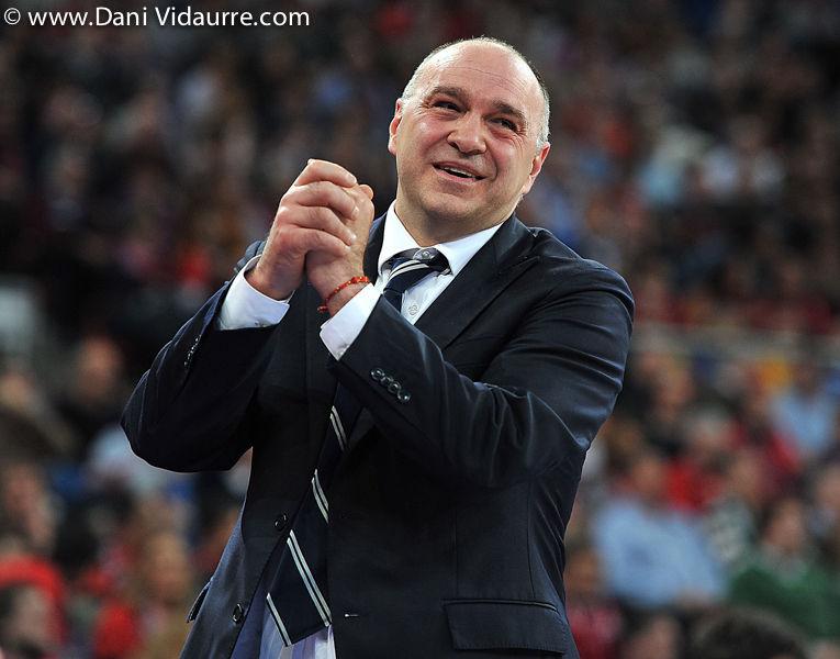 Pablo Laso pedía clemencia a los árbitros (foto Dani Vidaurre)