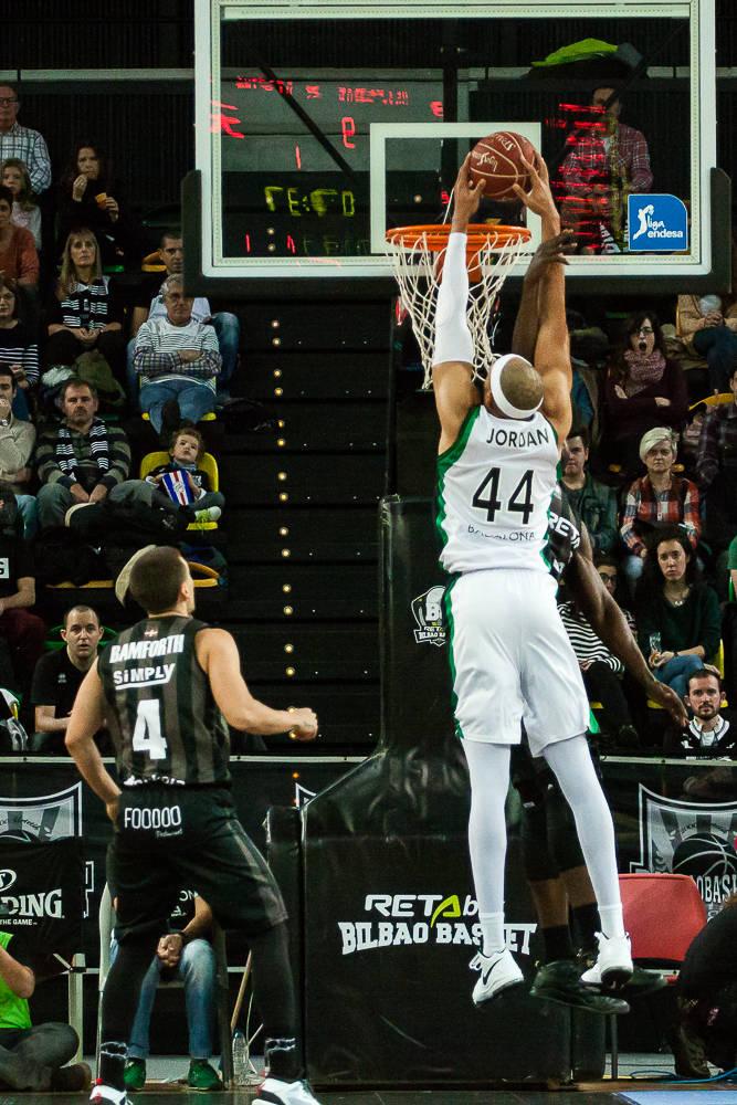 Eric no puede frenar a Jordan (Foto: Luis Fernando Boo).