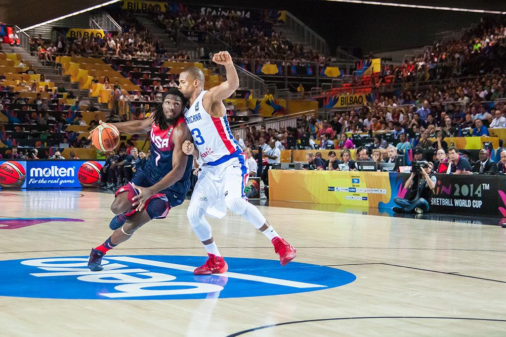 Faried intenta superar por velocidad a Baez (Foto: Luis Fernando Boo).