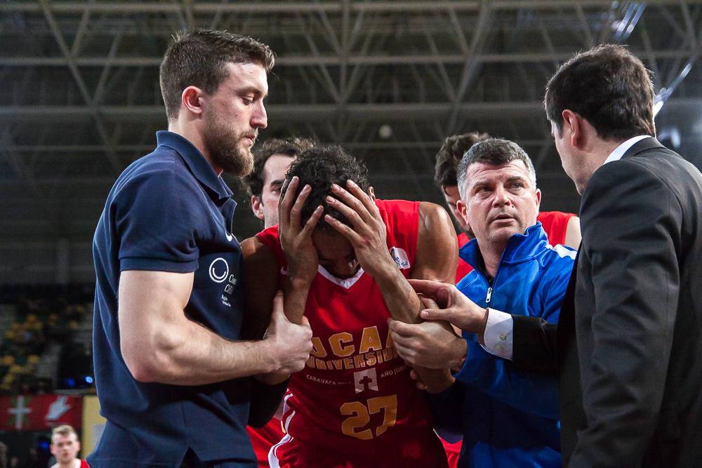 Rojas se duele de un golpe (Foto: Luis Fernando Boo).
