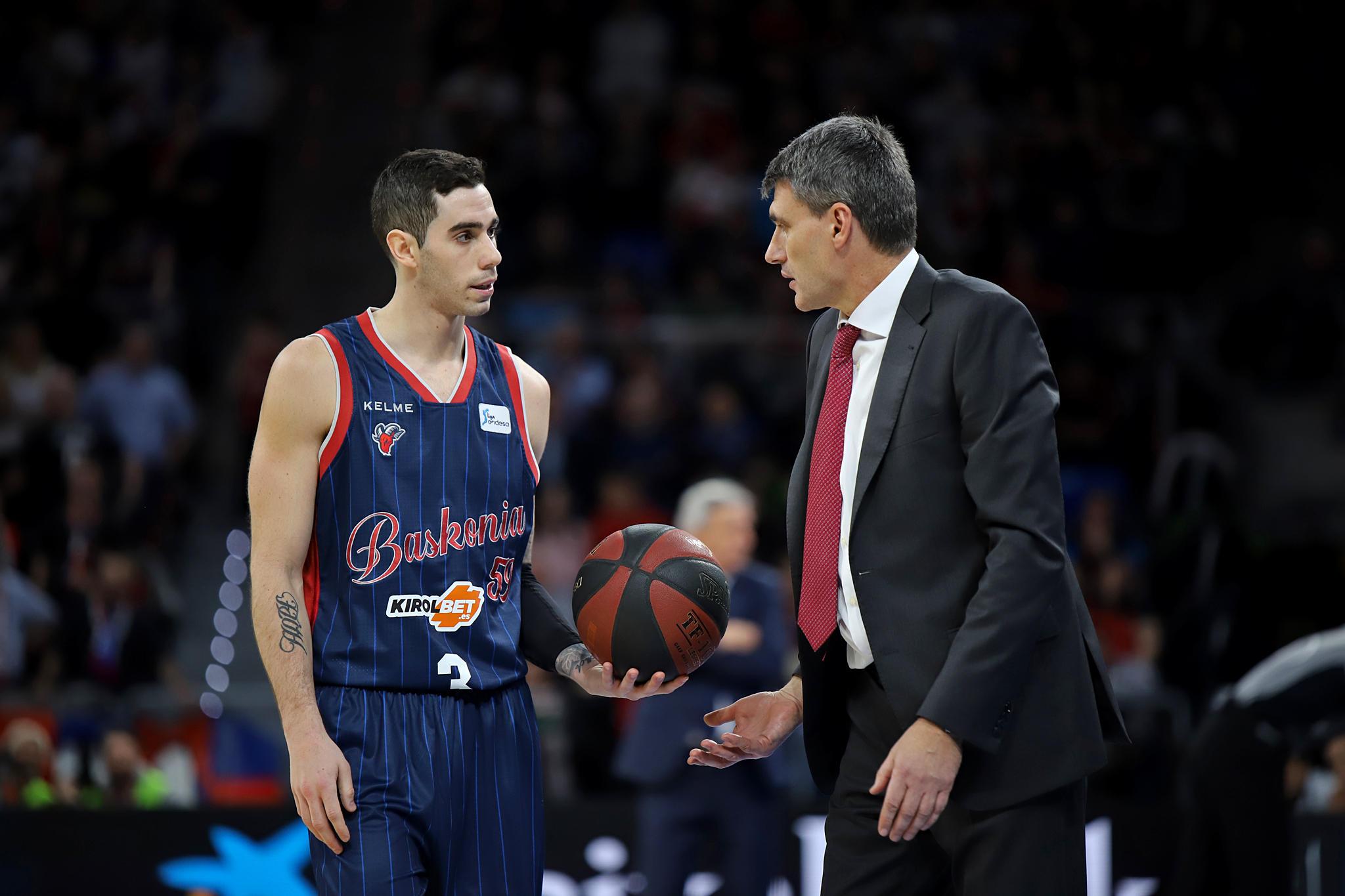 Luca Vildoza y Velimir Perasovic. Foto: Ekaitz Otxoa