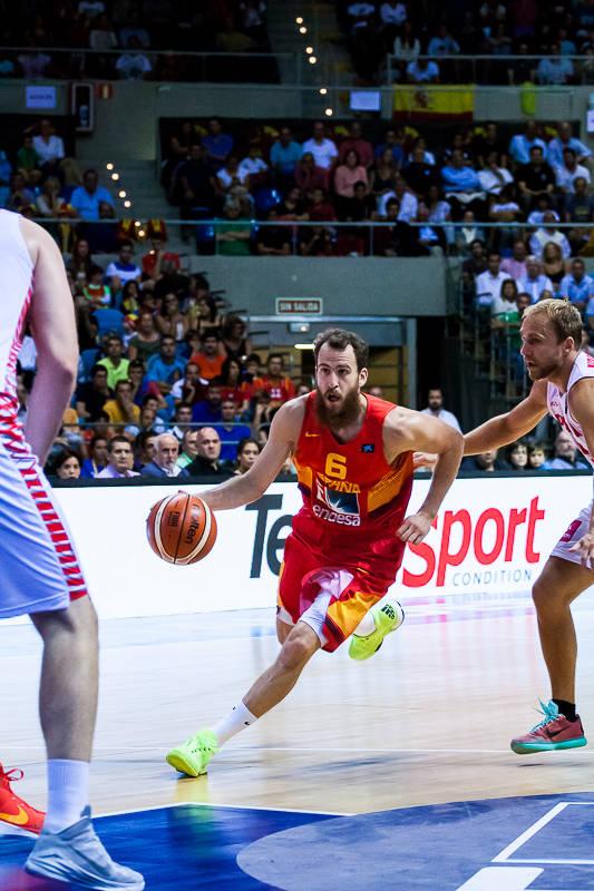 Sergio Rodríguez entra en la zona rival (Foto: Luis Fernando Boo).