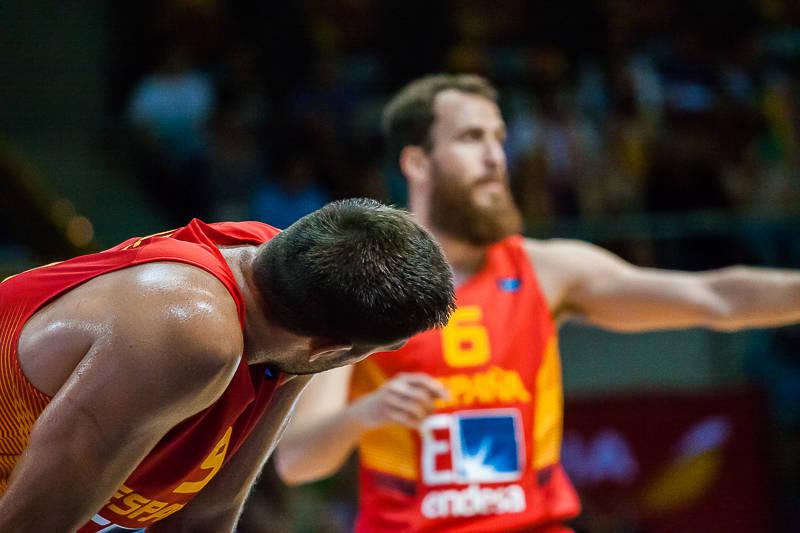 Reyes atiende las instrucciones de Sergio Rodríguez (Foto: Luis Fernando Boo).