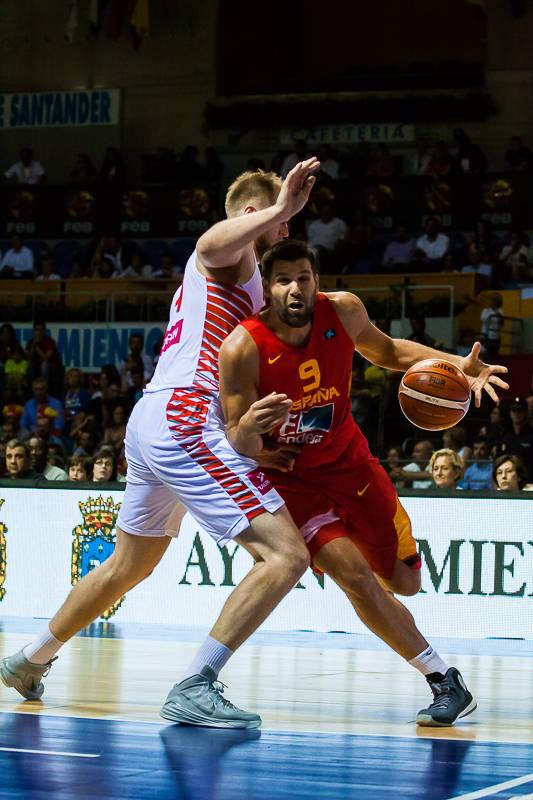 Reyes se escapa de un rival (Foto: Luis Fernando Boo).