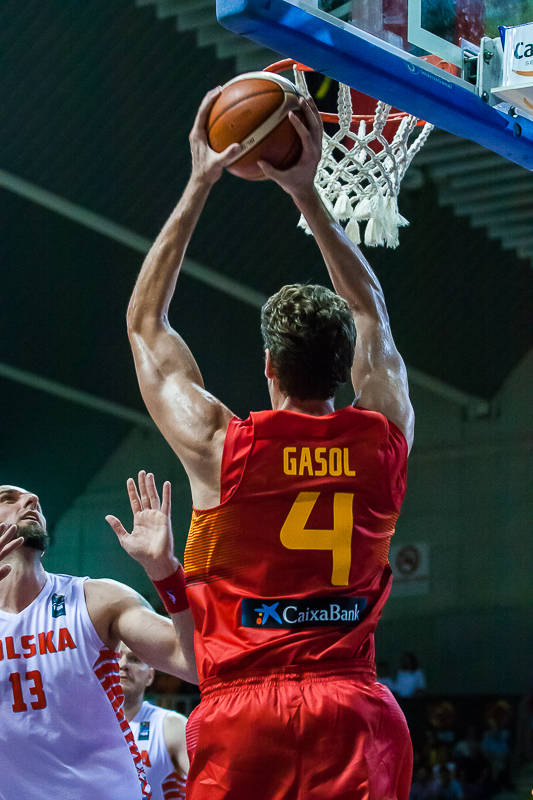 Gasol se hace con un rebote (Foto: Luis Fernando Boo).