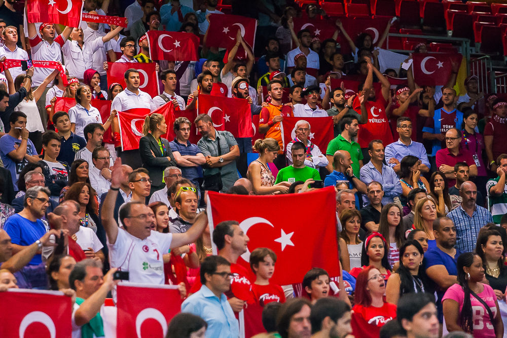 Numerosos aficionados turcos en el Bizkaia Arena (Foto: Luis Fernando Boo).