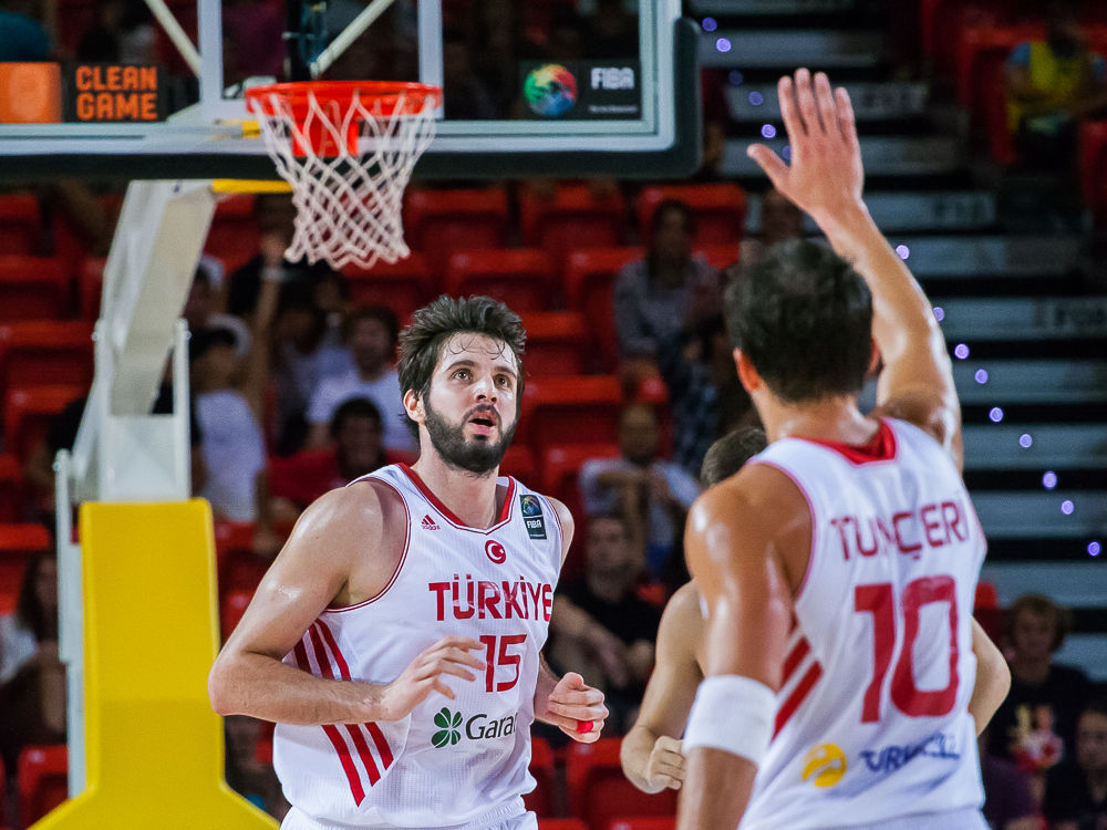 Tunceri felicita a Aldemir (Foto: Luis Fernando Boo).