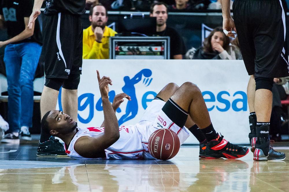 Landry hace un gesto desde el suelo (Foto: Luis Fernando Boo).