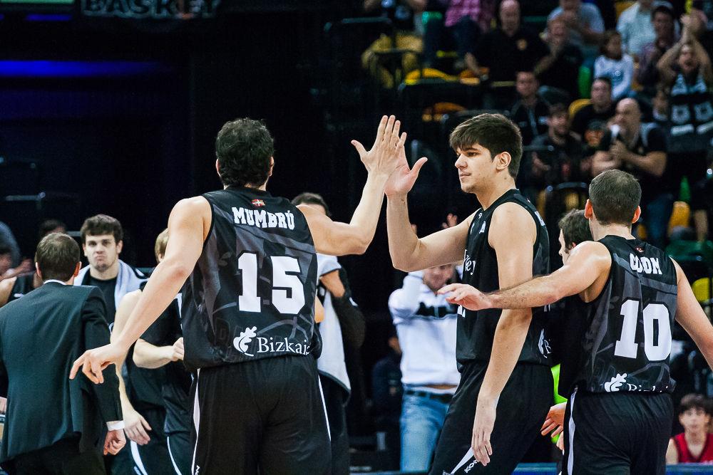 Todorovic felicita a Mumbrú (Foto: Luis Fernando Boo).