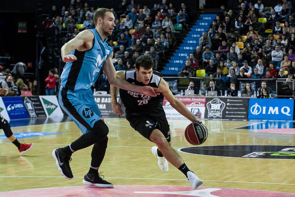 Todorovic se lanza en busca del aro rival (Foto: Luis Fernando Boo).