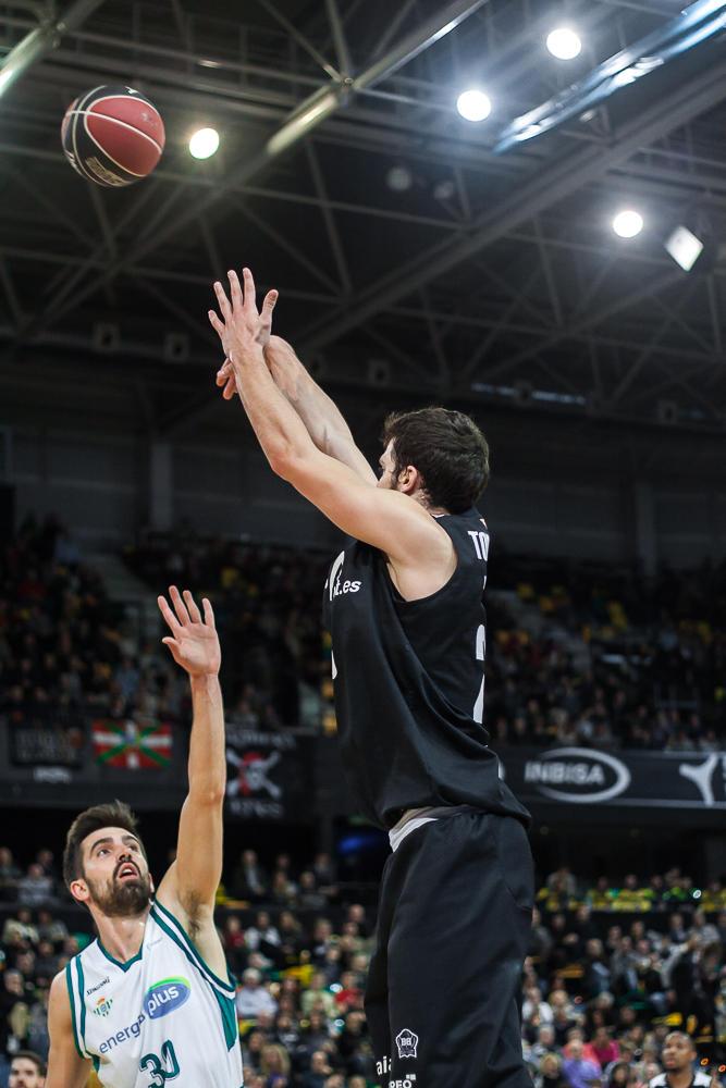 Todorovic lanza ante Franch (Foto: Luis Fernando Boo).