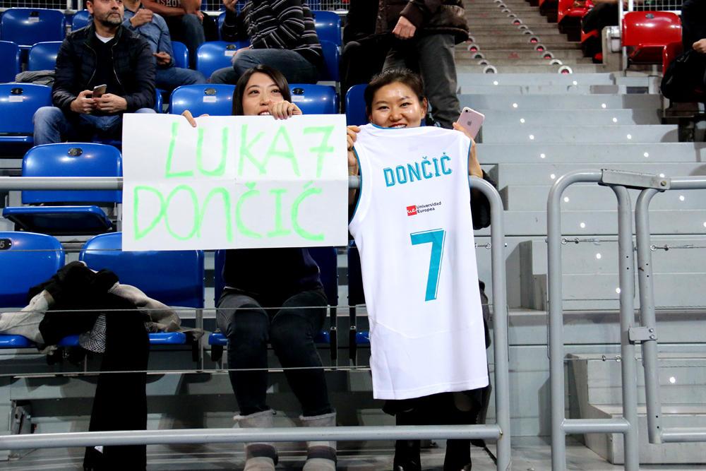 Aficionadas del Real Madrid. Foto: Ekaitz Otxoa